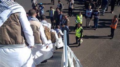 Houthi Captives Arrive at Sana Airport